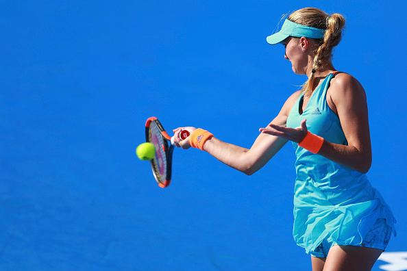 Mladenovic wraps up the first set with a break | Photo: Miguel Tovar/Getty Images