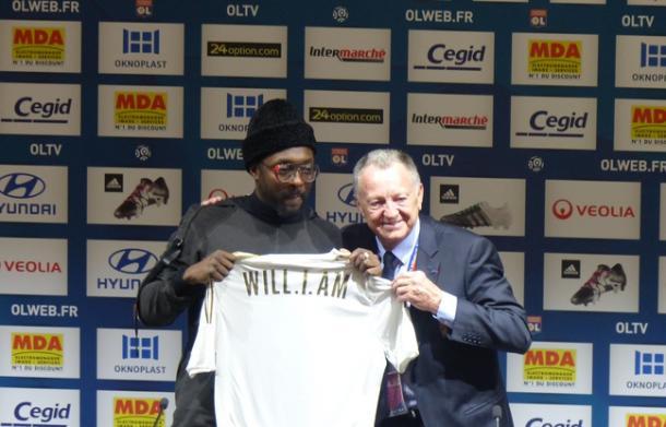 Après son show, Will i Am a accompagné Jean-Michel Aulas en conférence de presse