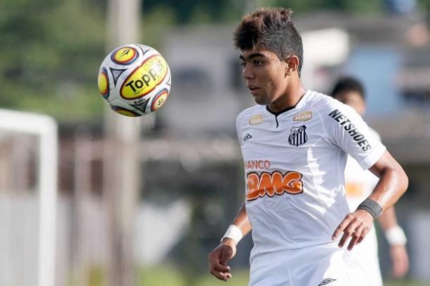 Desde cedo, Gabriel atraiu olhares e virou xodó das categorias de base santistas (Foto: Divulgação / Santos FC)
