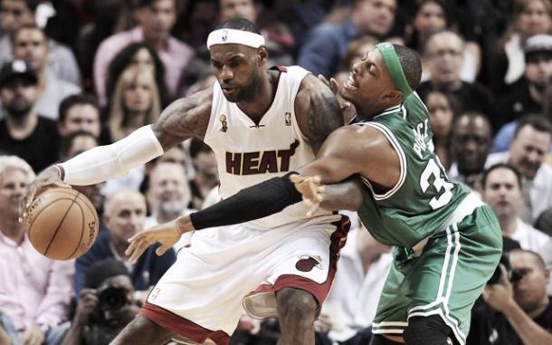 Lebron James y Paul Pierce | CBS Sport