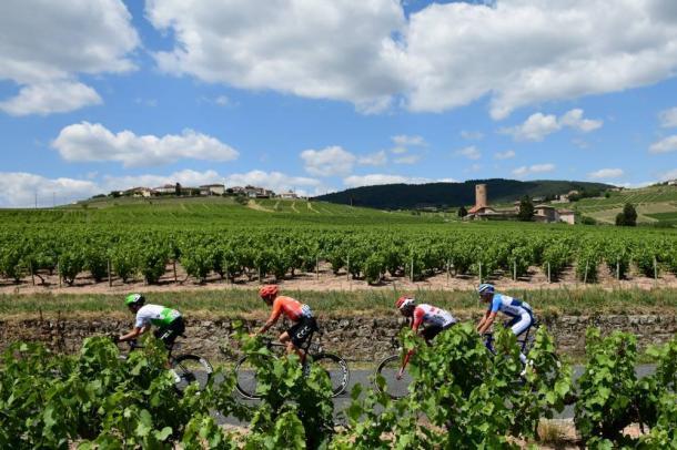 Los cuatro fugados marchan camino de Saint-Étienne. | Foto: LeTour