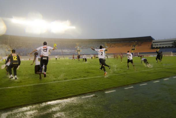 Vitória sobre Vila Nova pelo placar mínimo leva pernambucanos à Série A em 2011 (Foto: Divulgação/Sport)