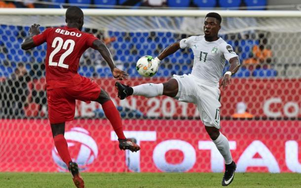 Aurier fronteggia Bebou nello 0-0 tra Costa D'Avorio e Togo. | Fonte immagine: Le Parisien