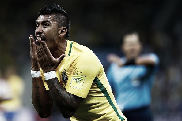 Paulinho comemora um de seus gols pela Seleção Brasileira | Foto: Buda Mendes/Getty Images