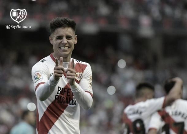 Álex Moreno celebrando el gol del ascenso en la temporada 2017-2018   Fotografía: Rayo Vallecano S.A.D.