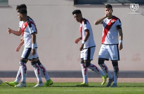 Jugadores del Rayo Vallecano B celebrando el tanto de Carrasco   Fotografía: Rayo Vallecano S.A.D.