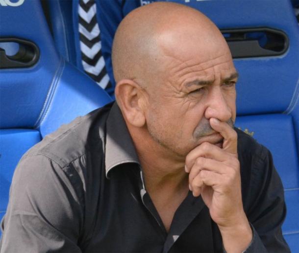 Claudio Barragán en un banquillo / Fuente: Cadizcf.com