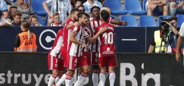 El equipo celebrando el gol de Sekou en Málaga | Fuente: UD Almería