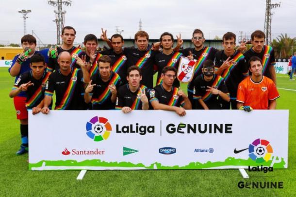 Jugadores del Rayo genuino posando para la fotografía grupal | Fotografía: La Liga