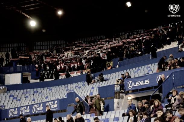 La afición animando durante el partido | Imagen: www.rayovallecano.es
