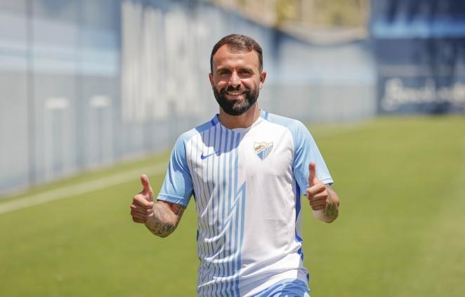 Javi Jiménez en su presentación oficial como nuevo futbolista del Málaga CF / Fuente Málaga CF