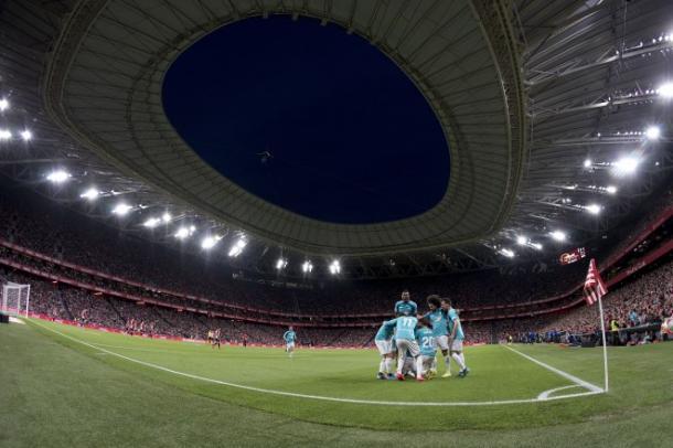 Osasuna celebra un gol en San Mamés.