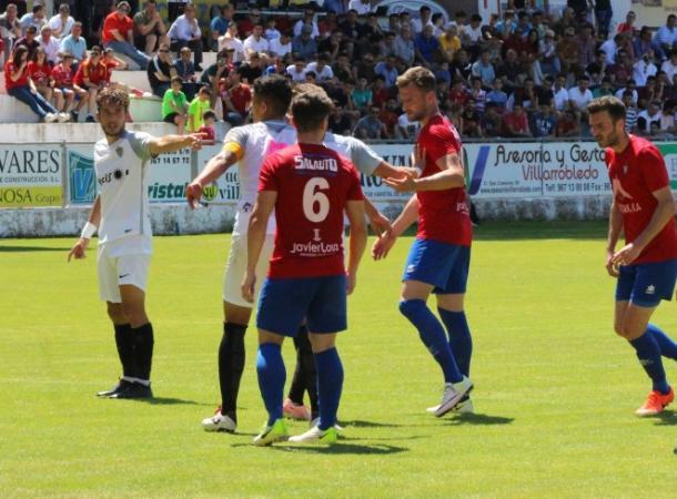 Los jugadores del filial organizando la defensa de una jugada a balón parado | Fuente: UD Almería