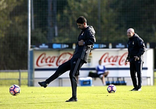 Fernando Hierro en un entrenamiento (Foto: Real Oviedo)