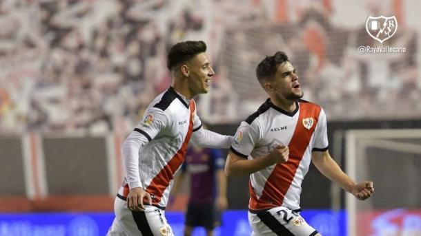 Pozo celebra su tanto marcado frente al F.C. Barcelona en Vallecas | Fotografía: Rayo Vallecano