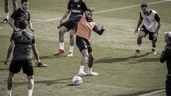 Hicham tocando balón en su proceso de recuperación. / Foto: Málaga CF.