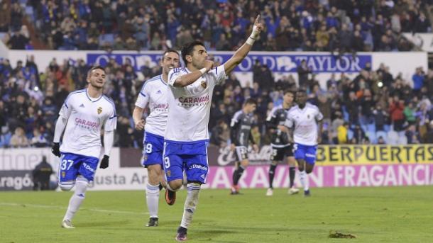 Ángel celebra su segundo tanto   Foto: Real Oviedo