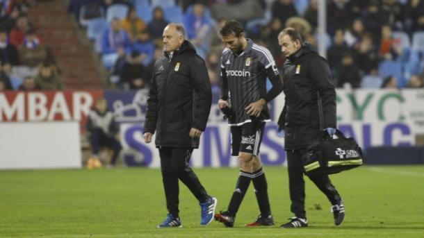 Michu abandona lesionado el terreno de juego   Foto: Real Oviedo