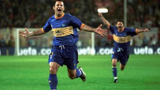 Javi Moreno, celebrando un gol, en la Final de la UEFA 2001. Fuente: deportivoalaves.com