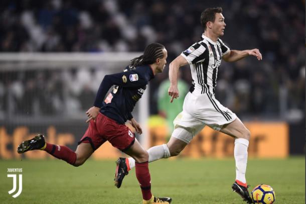 Lichteiner conduce el balón en la jugada del gol juventino // Fuente: Juventus