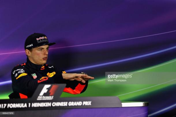 Verstappen explains his moves. | Photo: Getty Images/Mark Thompson