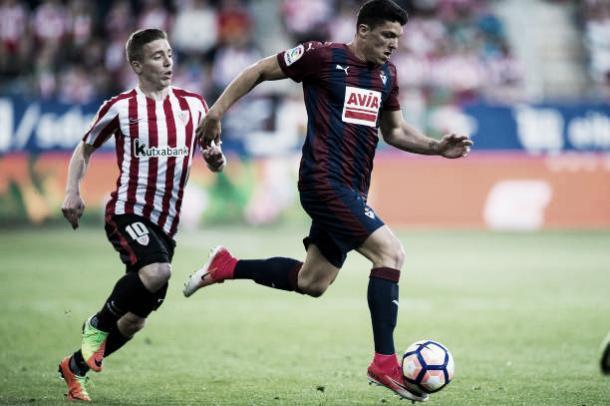 Capa no confronto entre Eibar e Athletic em 2017 | Foto: Juan Manuel Serrano Arce/Getty Images