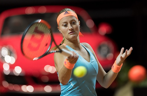 Mladenovic finds the edge and powers through the first set | Photo: Anadolu Agency/Getty Images