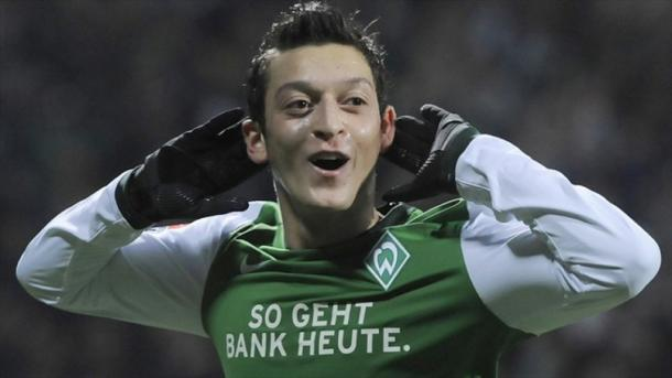 A young Mesut Ozil at Werder Bremen. | Source: espnfc