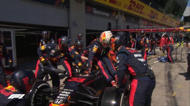 Max Verstappen retirándose. Fuente: F1