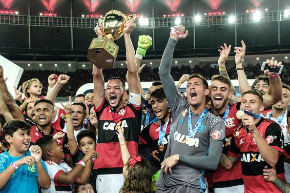 Flamengo sagrou-se campeão carioca no Maracanã em cima do rival Fluminense (Foto: Yauyoshi Chiba/AFP/Getty Images)