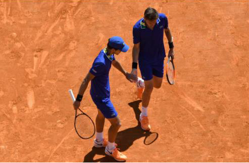 Pierre-Hugues Herbert and Nicolas Mahut celebrate winning a point (Photo: Icon Photo)