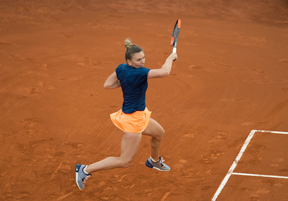 Halep fights back winning four games in a row to snatch the first set | Photo: Dennis Doyle/Getty Images
