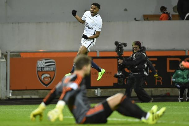Christopher Nkunku celebra su primer gol en liga, que a la postre fue fundamental para la victoria de su equipo ante el Lorient. | FOTO: PSG.fr
