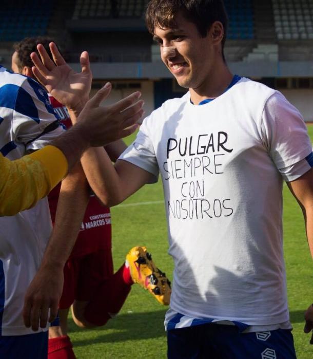 Viesca, con una camiseta homenajeando a Adolfo Pulgar Foto: Cristian Vázquez.
