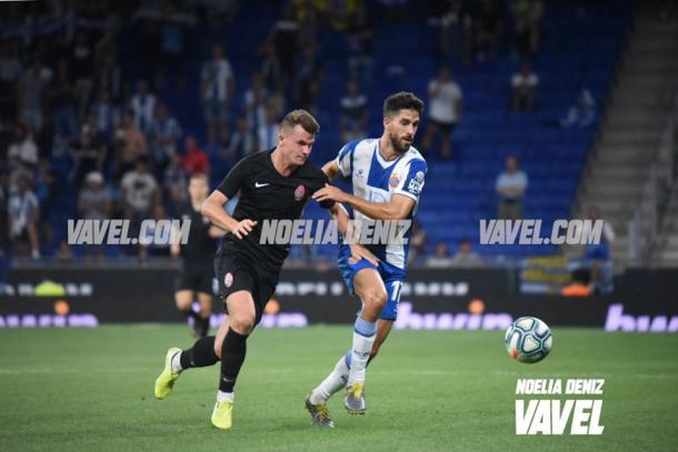 Dídac Vilà disputando la posesión del balón. FOTO: Noelia Déniz