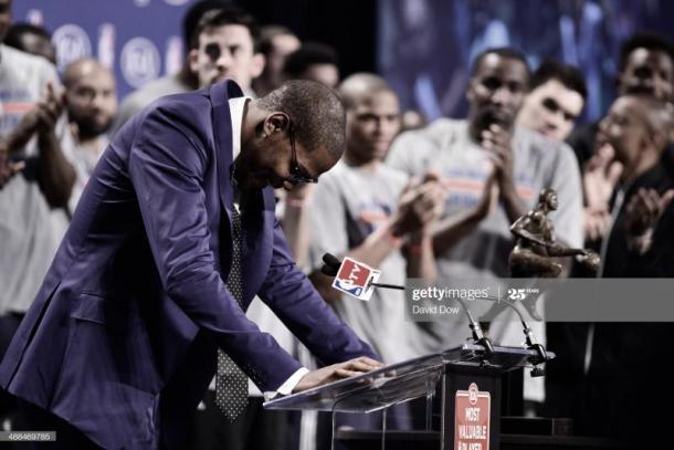 Kevin Durant, durante su discurso de agradecimiento tras recibir el MVP   Foto: David Dow, GettyImages