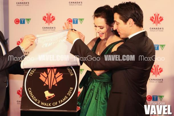 The big unveiling! Tessa Virtue and Scott Moir are officially honoured with their star on Canada's Walk of Fame in a special ceremony at the end of the red carpet.