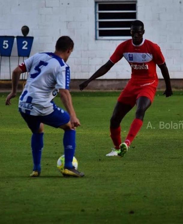 Borja ante Saha, en pretemporada. Foto cedida por el jugador