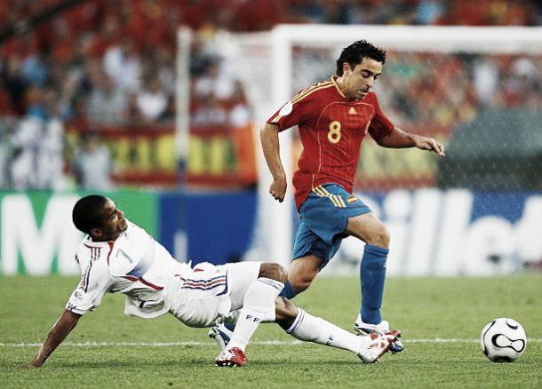 Xavi até que tentou mas não conseguiu evitar a derrota para a França em 2006 | Foto: Shaun Botterill/Getty Images
