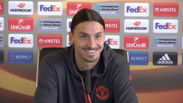 Ibrahimovi en sala de prensa. Foto:Manchester United.