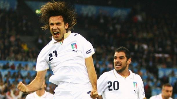 Pirlo celebrando su gol a Francia. | Foto: UEFA.com