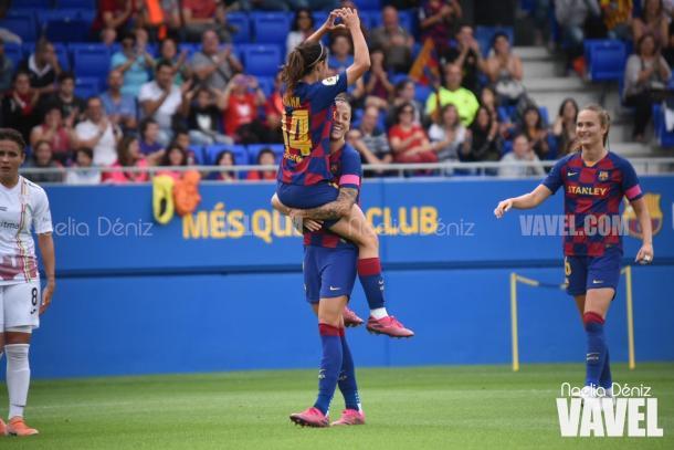 Aitana y Jenni celebrando el 3-0 ante el Logroño | Foto: Noelia Déniz (VAVEL)