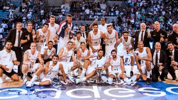 la plantilla celebrando el triunfo en la Supercopa Endesa 2018   Foto: ACB.com