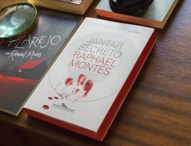 O Vilarejo e Jantar Secreto: Dois títulos com histórias distintas mostram versatilidade do autor. (Foto: Divulgação)