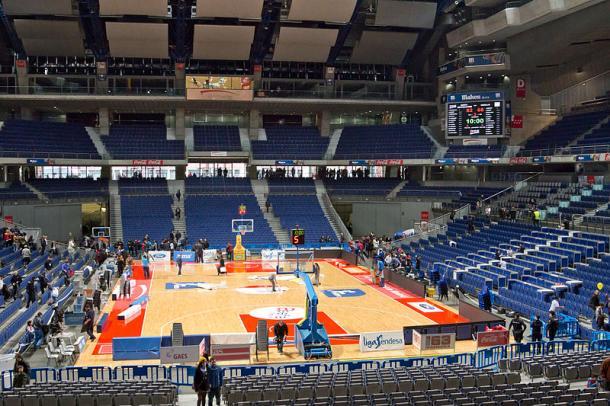 Instantes antes de que un partido de Movistar Estudiantes comience en el Palacio de los Deportes | Wikipedia