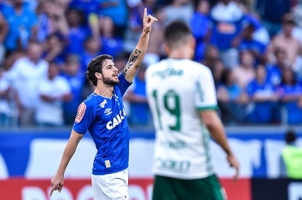 Hudson comemora o segundo gol da Raposa (Foto: Pedro Vilela/Getty Images)