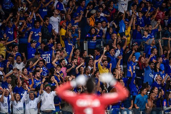Torcida volta a festejar uma vitória (Foto: Pedro Vilela/Getty Images)