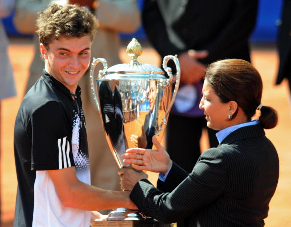 Gilles Simon picking up the Grand Prix Hassan II title in 2008 (Photo: Abdelhak Senna/Getty Images)