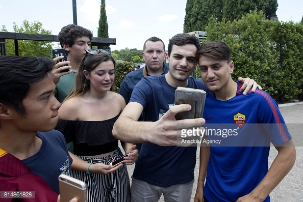 Cengiz poses for pictures with supporters (Photo: Anadolu Agency/Getty Images Europe)