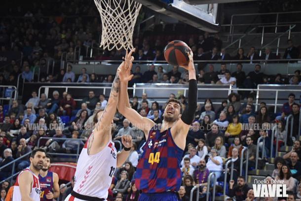 El Barça dominó en la pintura en la primera mitad. FOTO: Noelia Déniz